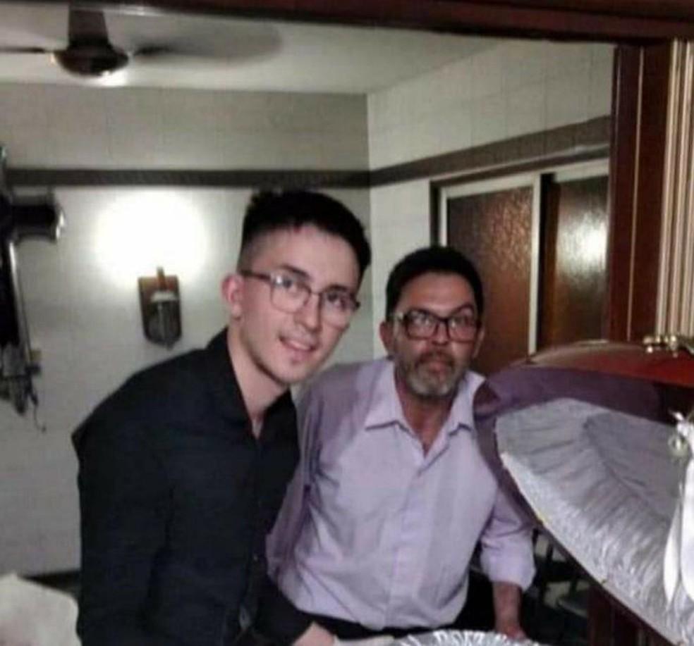 Funcionário de funerária foi demitido após foto com corpo de Maradona