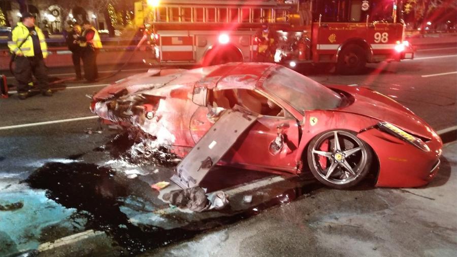 Ferrari capotou e pegou fogo após ser alugada