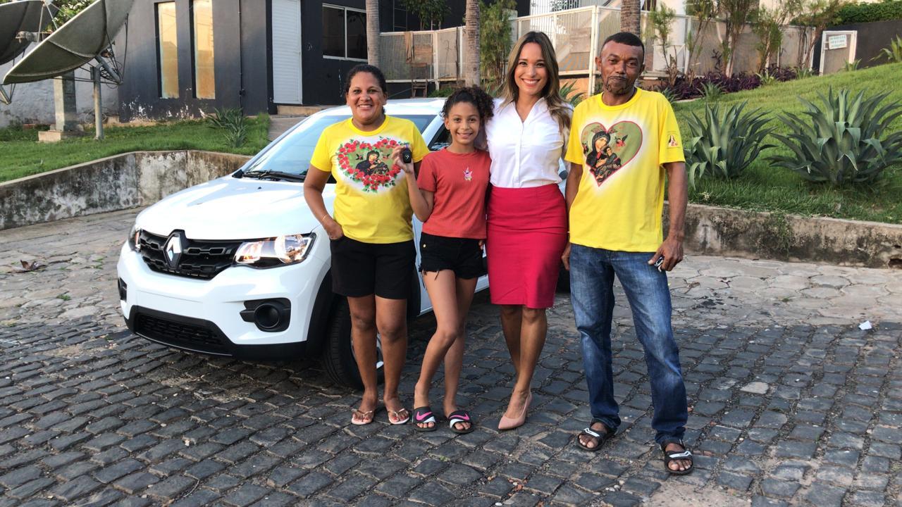 Família recebe o grande prêmio do Assine Ganhe, um Renault Kwid 0 Km - Foto: Victor Melo/Meionorte.com