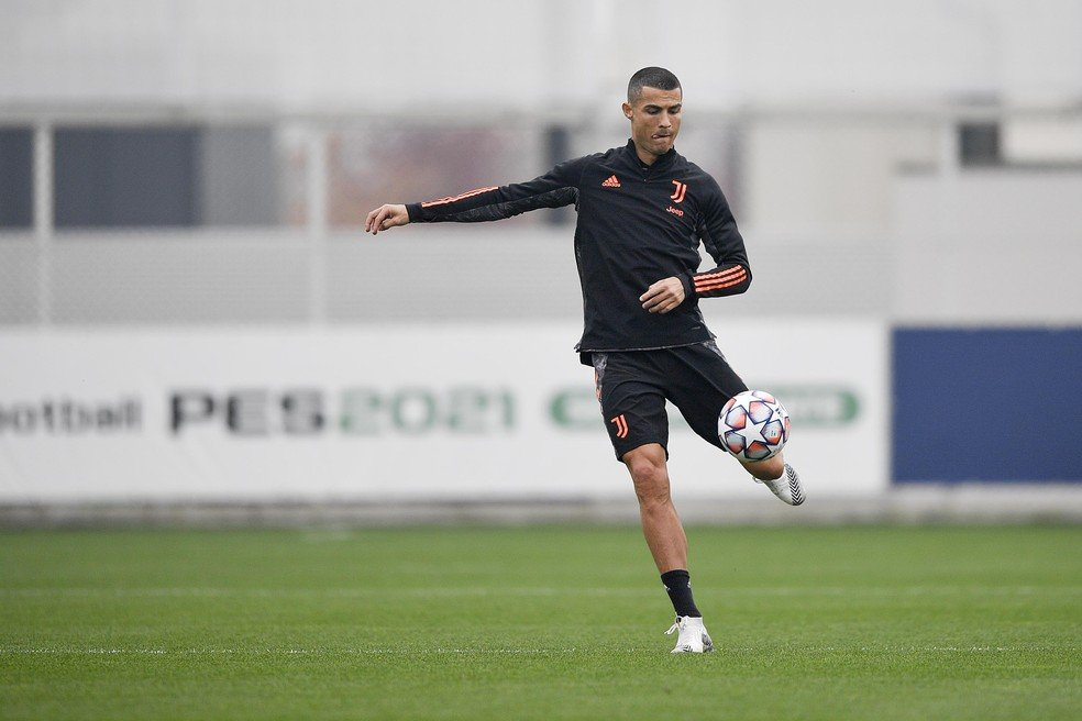 Cristiano Ronaldo em treino da Juventus na terça-feira — Foto: Getty Images