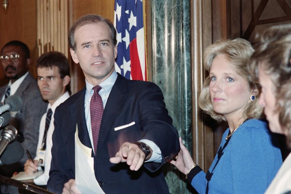 Setembro/1987: Joe Biden, então senador, e Jill Biden durante anúncio