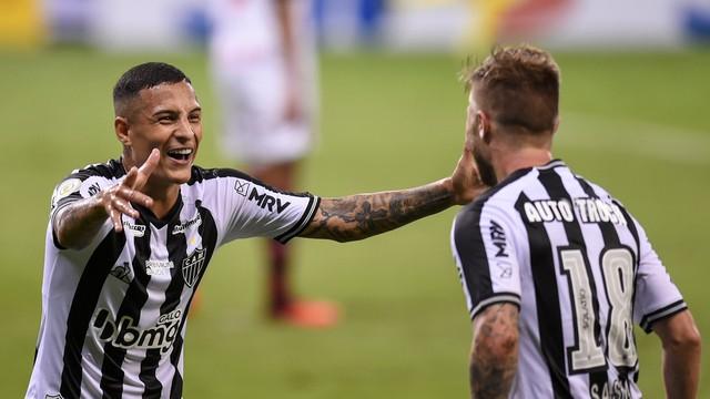 Atlético-MG atropela o Flamengo e encosta no líder Internacional  - Imagem 1