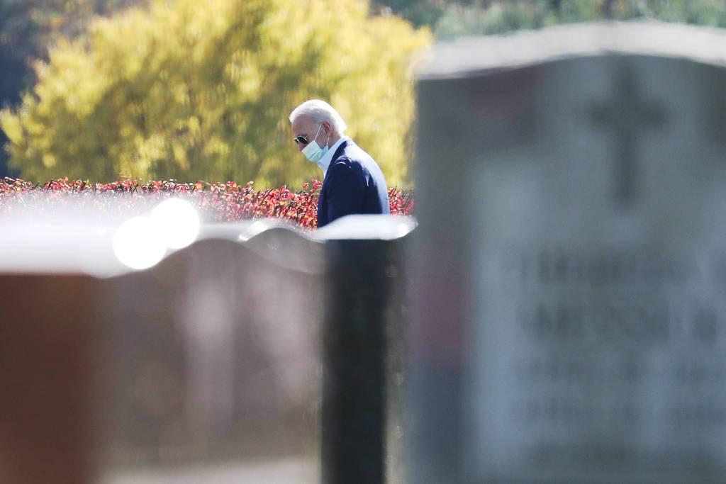 O presidente eleito dos EUA, Joe Biden, visita túmulo da família - Foto: AFP