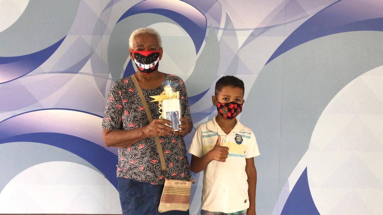 Maria Constância recebe seu prêmio da TV Meio Norte (Portal Meio Norte)
