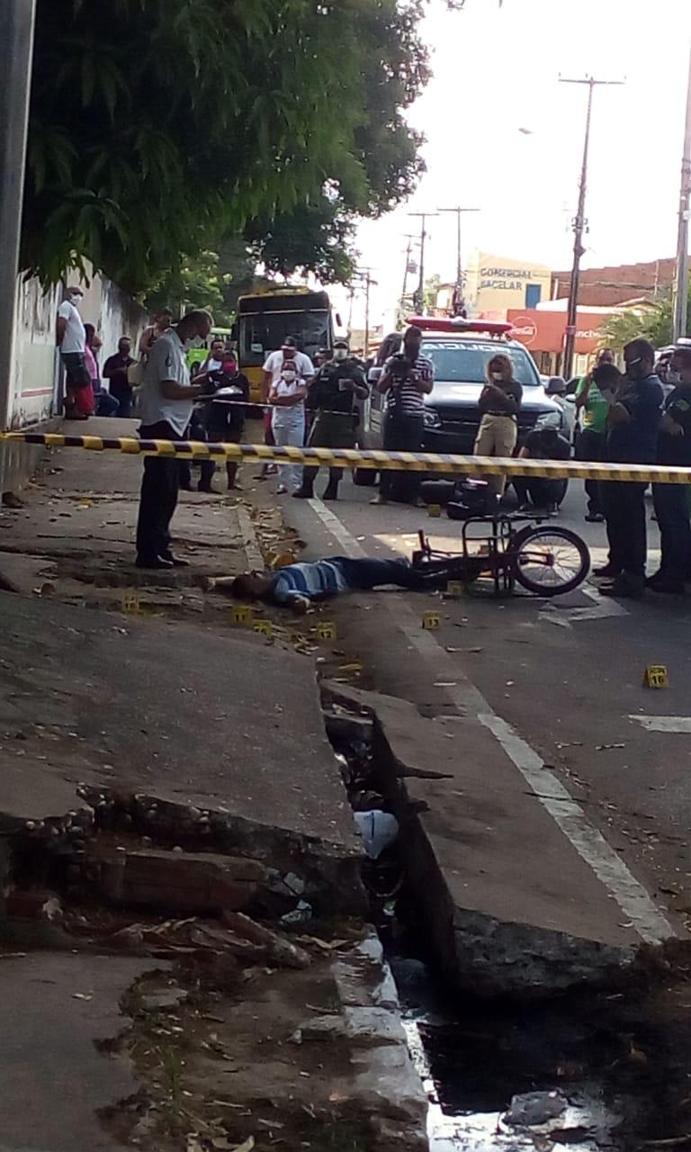 Vítima foi morta com cerca de dez disparos