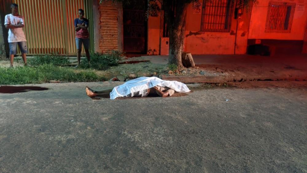 Vítima foi abordada por uma dupla em uma motocicleta