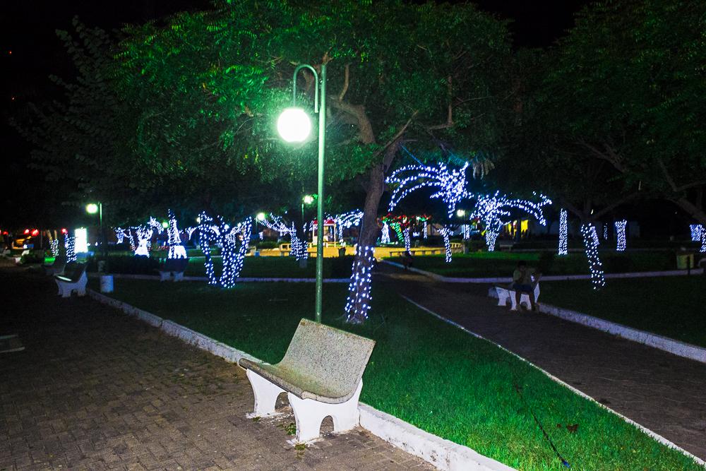 Confira a decoração natalina da praça 28 de Dezembro, em Joaquim Pires - PI - Imagem 12