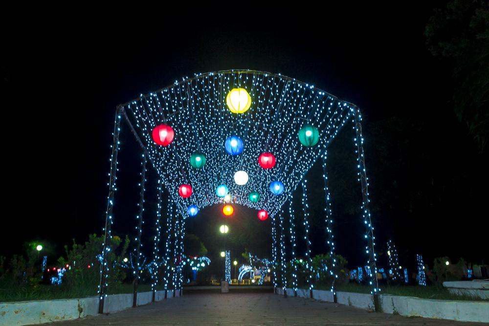 Confira a decoração natalina da praça 28 de Dezembro, em Joaquim Pires - PI - Imagem 21