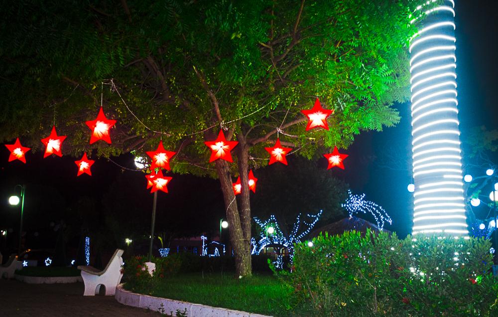 Confira a decoração natalina da praça 28 de Dezembro, em Joaquim Pires - PI - Imagem 15