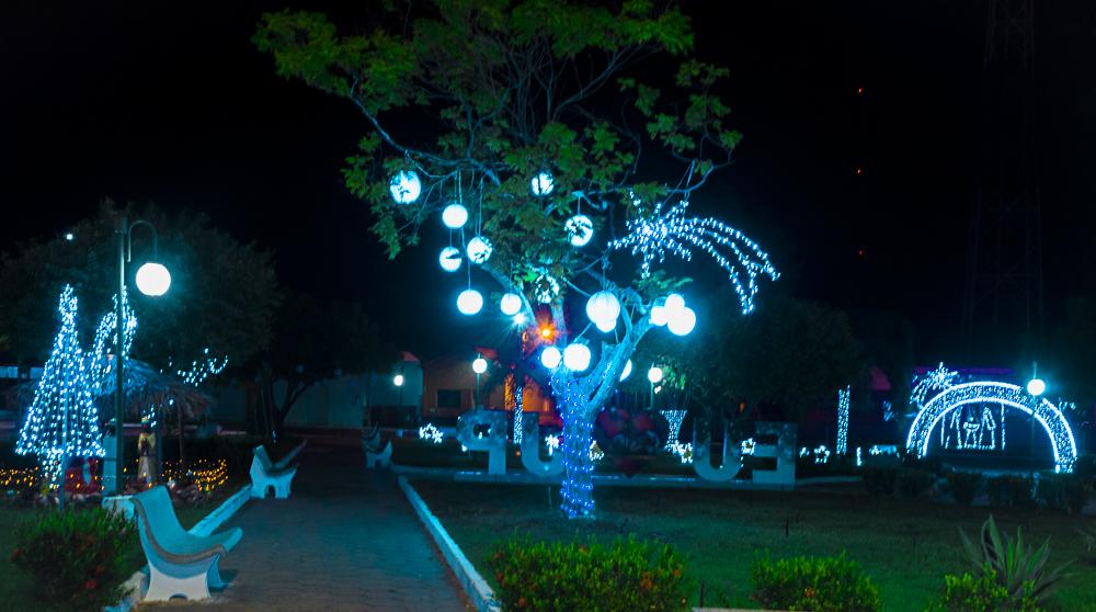Confira a decoração natalina da praça 28 de Dezembro, em Joaquim Pires - PI - Imagem 3
