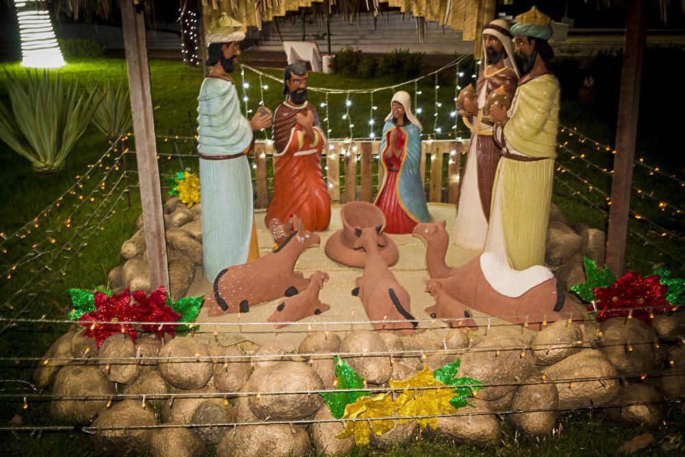 Confira a decoração natalina da praça 28 de Dezembro, em Joaquim Pires - PI - Imagem 2