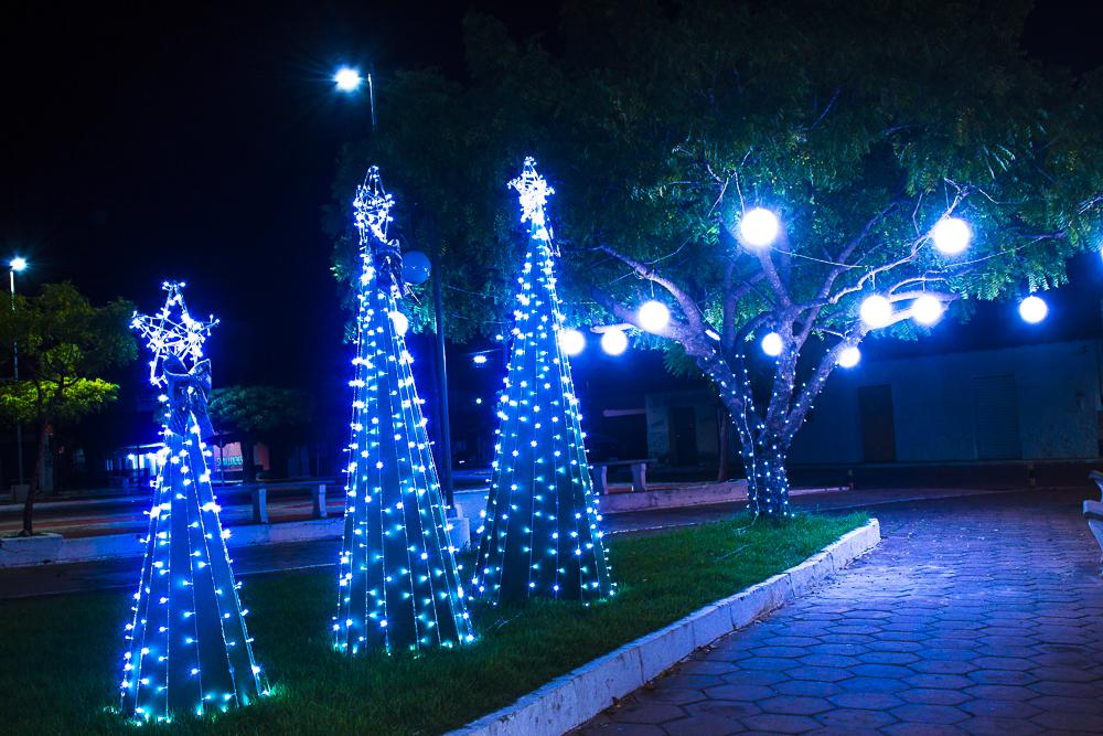 Confira a decoração natalina da praça 28 de Dezembro, em Joaquim Pires - PI - Imagem 24