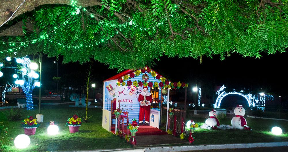 Confira a decoração natalina da praça 28 de Dezembro, em Joaquim Pires - PI - Imagem 6