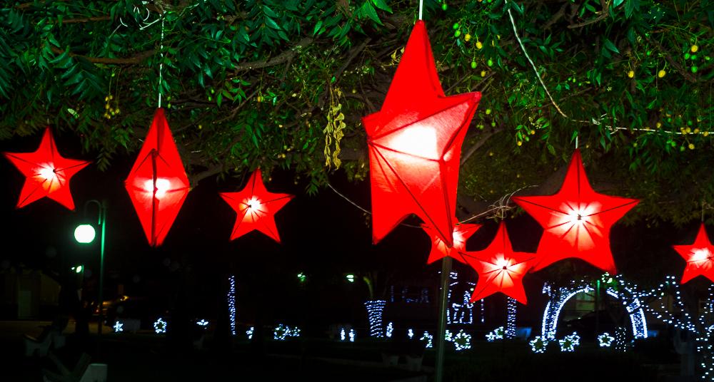 Confira a decoração natalina da praça 28 de Dezembro, em Joaquim Pires - PI - Imagem 14