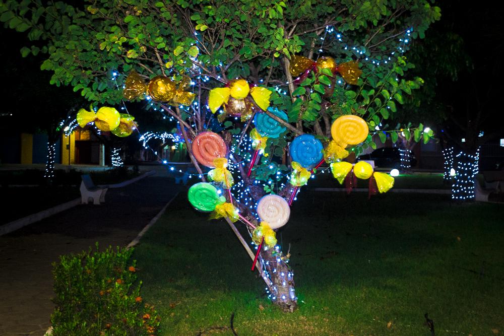Confira a decoração natalina da praça 28 de Dezembro, em Joaquim Pires - PI - Imagem 10