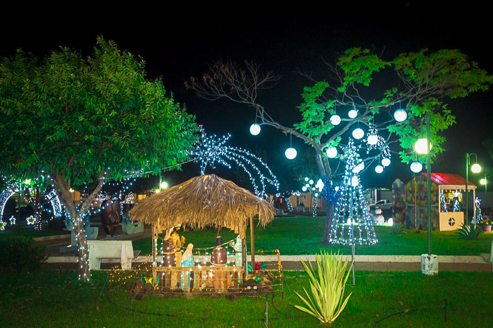 Confira a decoração natalina da praça 28 de Dezembro, em Joaquim Pires - PI - Imagem 17