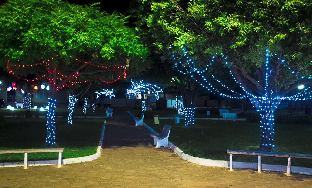 Confira a decoração natalina da praça 28 de Dezembro, em Joaquim Pires - PI - Imagem 9