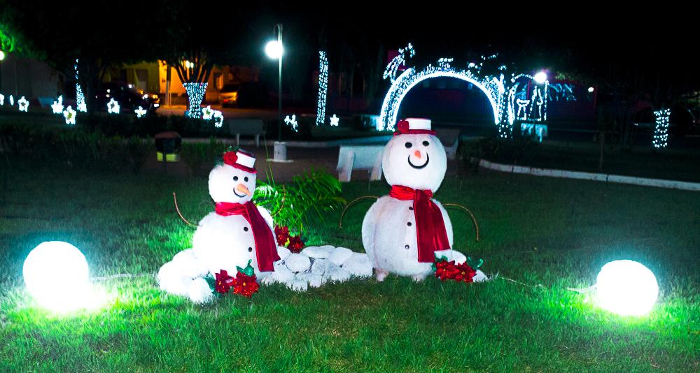 Confira a decoração natalina da praça 28 de Dezembro, em Joaquim Pires - PI - Imagem 5