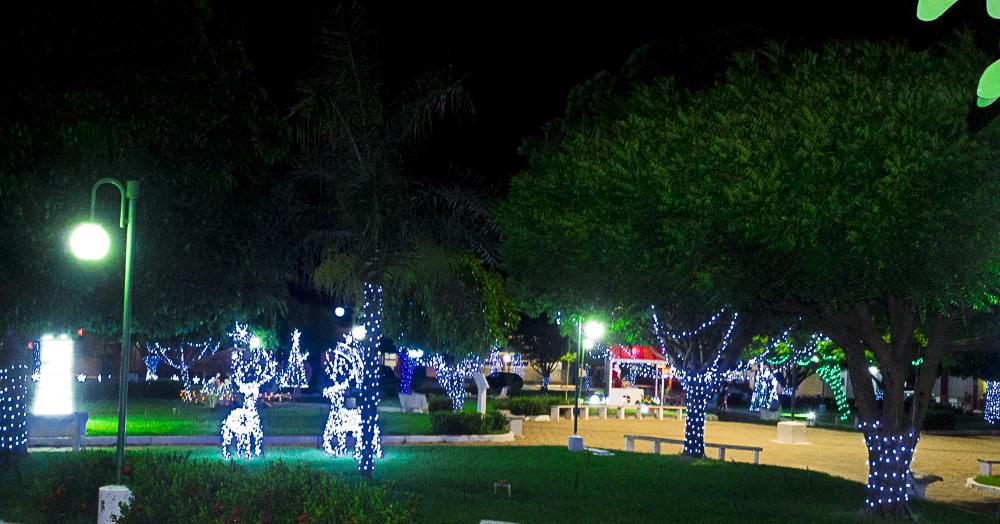 Confira a decoração natalina da praça 28 de Dezembro, em Joaquim Pires - PI - Imagem 13