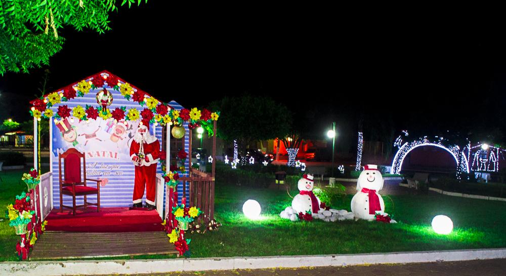 Confira a decoração natalina da praça 28 de Dezembro, em Joaquim Pires - PI - Imagem 4