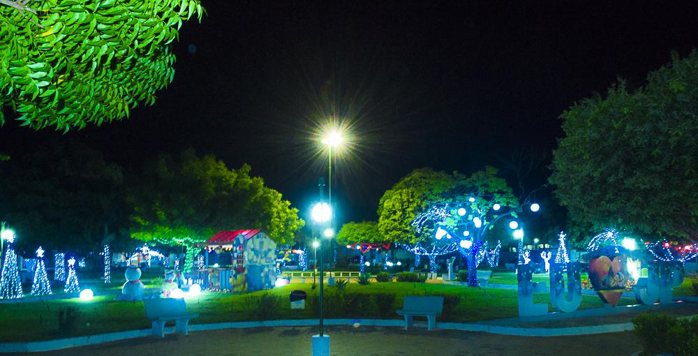 Confira a decoração natalina da praça 28 de Dezembro, em Joaquim Pires - PI - Imagem 19