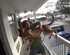 Mulher é presa após jogar cachorro de segundo andar de hotel; vídeo
