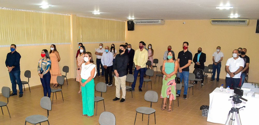 Prefeito eleito Genival Bezerra é diplomado pela Justiça Eleitoral - Imagem 8