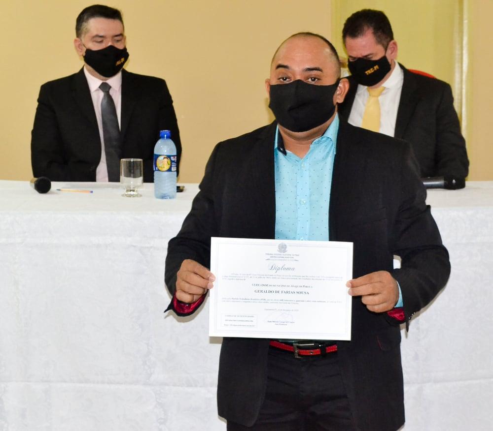 Prefeito eleito Genival Bezerra é diplomado pela Justiça Eleitoral - Imagem 14
