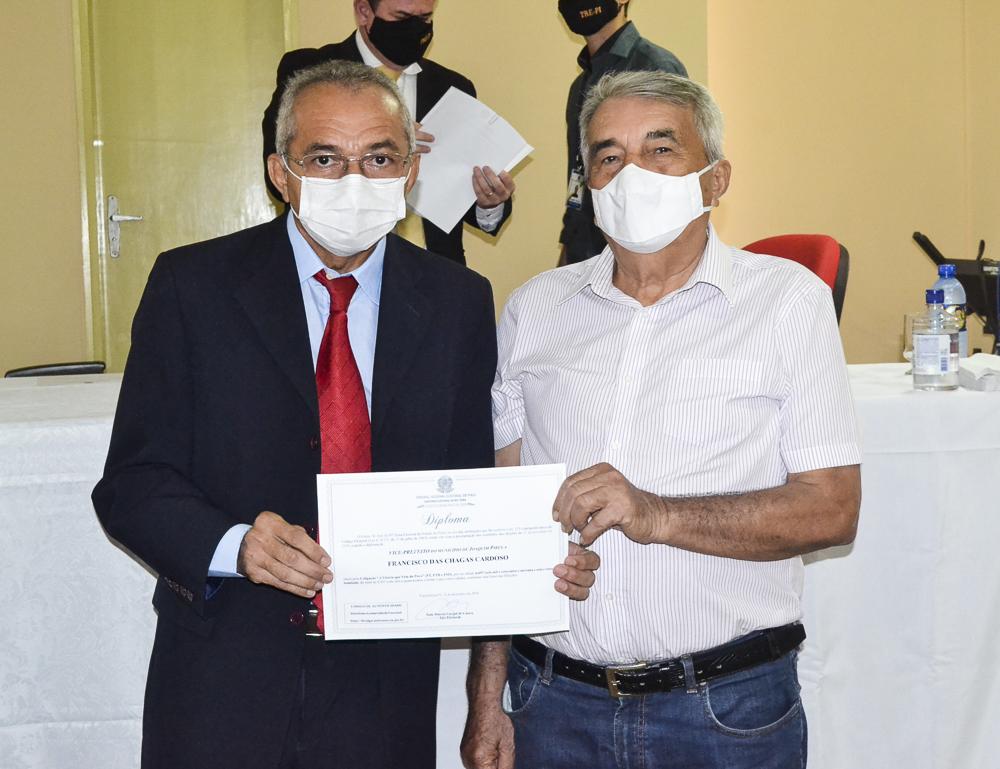 Prefeito eleito Genival Bezerra é diplomado pela Justiça Eleitoral - Imagem 24