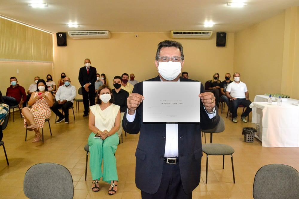Prefeito eleito Genival Bezerra é diplomado pela Justiça Eleitoral - Imagem 1