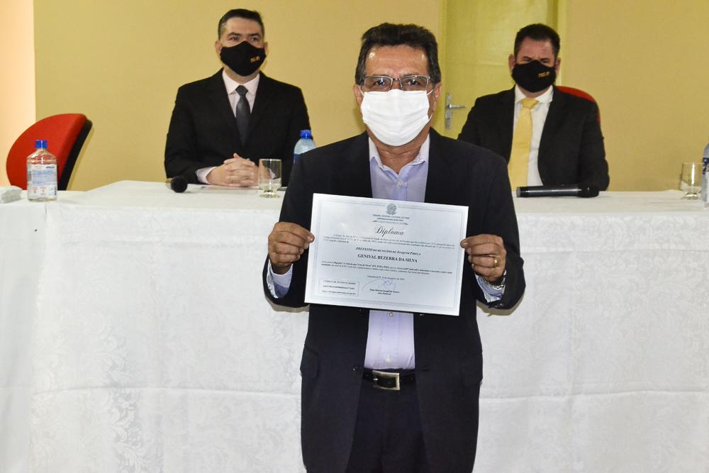 Prefeito eleito Genival Bezerra é diplomado pela Justiça Eleitoral - Imagem 9