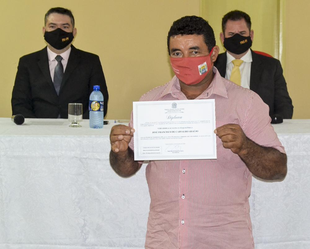 Prefeito eleito Genival Bezerra é diplomado pela Justiça Eleitoral - Imagem 12