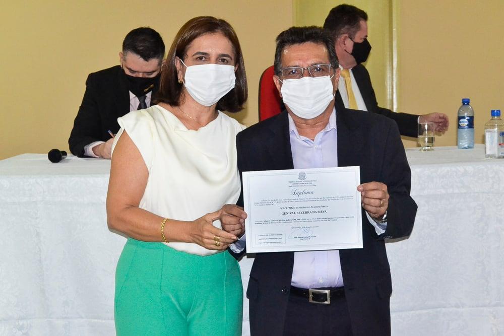 Prefeito eleito Genival Bezerra é diplomado pela Justiça Eleitoral - Imagem 23