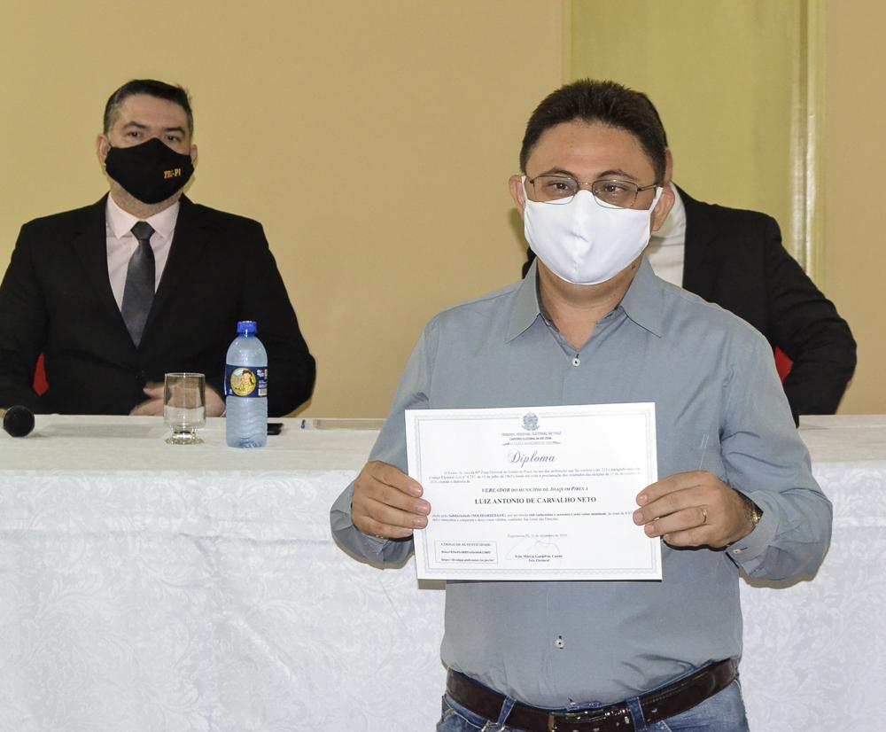 Prefeito eleito Genival Bezerra é diplomado pela Justiça Eleitoral - Imagem 13