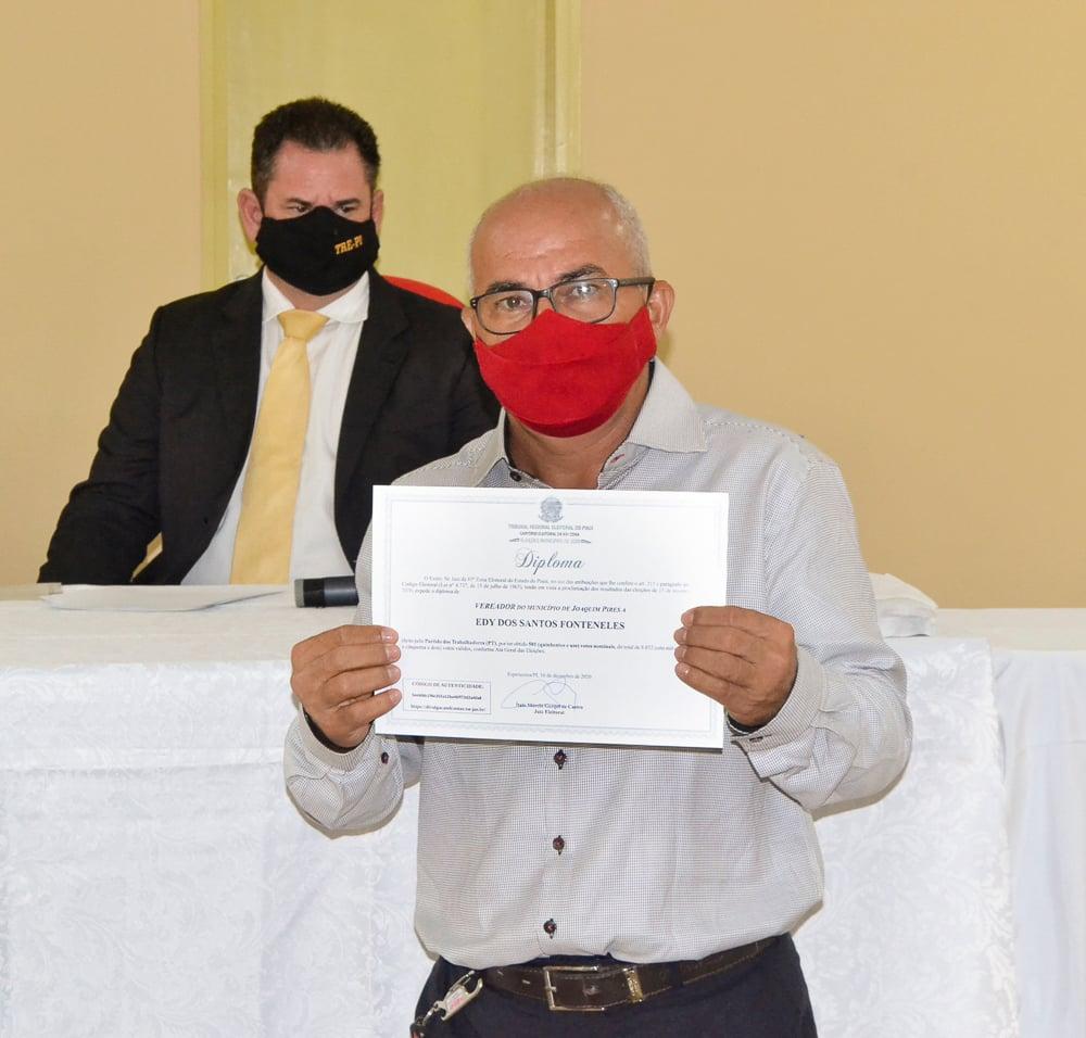 Prefeito eleito Genival Bezerra é diplomado pela Justiça Eleitoral - Imagem 19