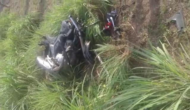 Motocicleta ficou completamente destruída (Reprodução)
