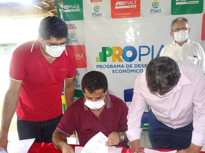 Governador Wellington Dias e equipe do governo visitam Jatobá do Piauí e entregam obras relevantes no município. - Imagem 13