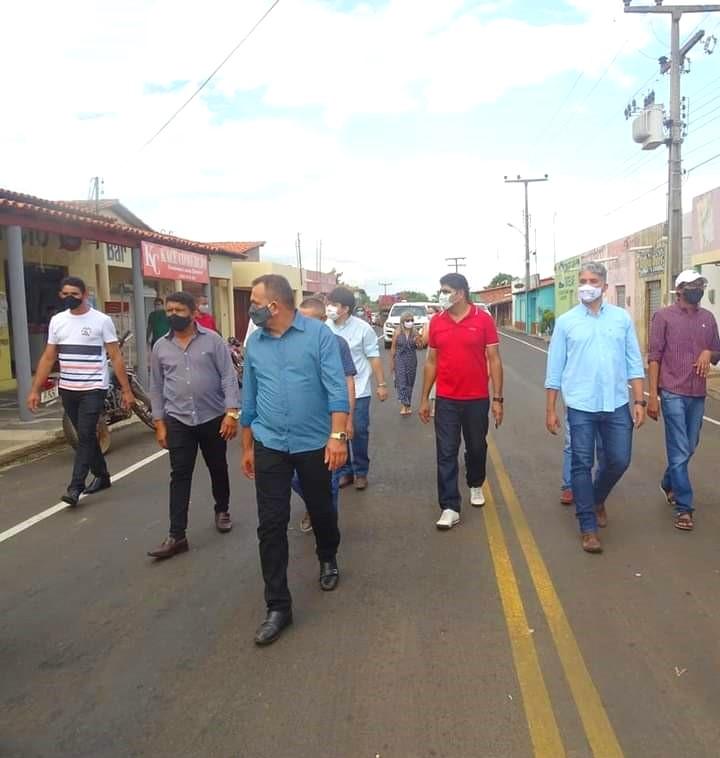 Governador Wellington Dias e equipe do governo visitam Jatobá do Piauí e entregam obras relevantes no município. - Imagem 1