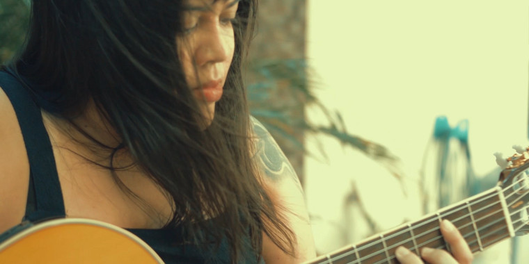 Monise Borges lança música em homenagem aos que se foram em 2020