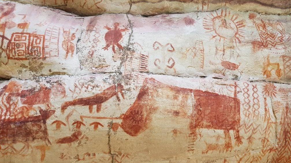 Rochas têm desenhos de animais e figuras geométricas