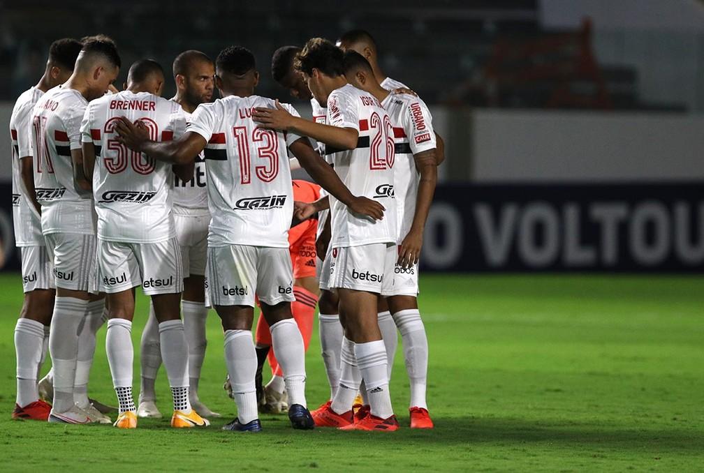 Jogadores do São Paulo reunidos antes do duelo contra o Goiás — Foto: Rubens Chiri / http://saopaulofc.net