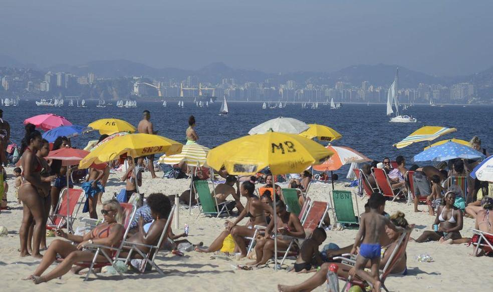 Praia no Rio de Janeiro durante a pandemia - Foto: Tania Rêgo/Agência Brasil