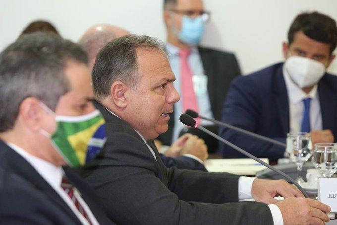 Ministro Eduardo Pazuello se reuniu com governadores nesta terça-feira