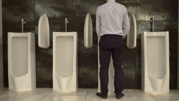 É mais saudável o homem urinar em pé ou sentado? - Imagem 1