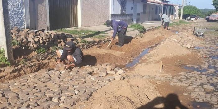 Município intensifica trabalho de recuperação dos calçamentos danificados com as chuvas
