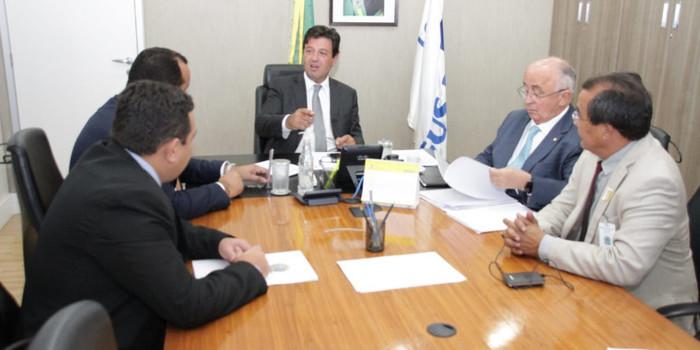 Ministro da Saúde garante recursos para Água Branca até o final de fevereiro