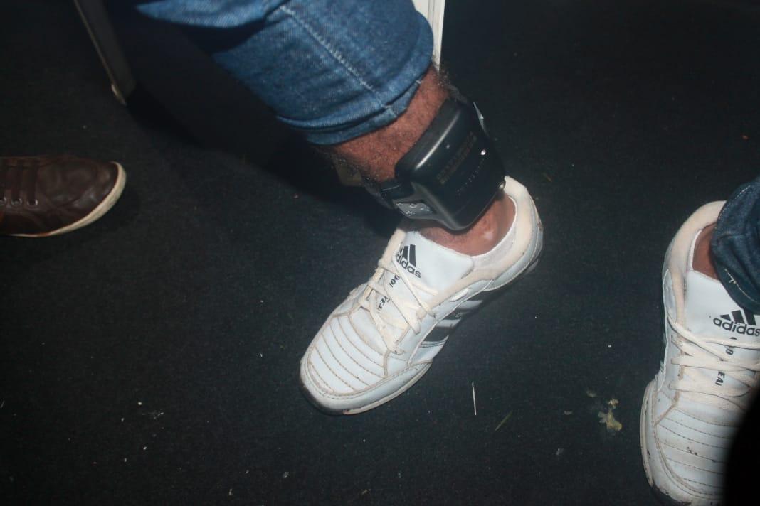 Sejus conduz cinco pessoas com tornozeleira eletrônica no corso  - Imagem 2