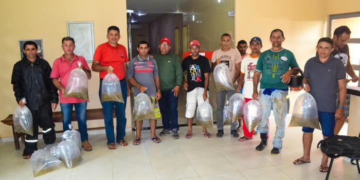 Prefeitura de Joaquim Pires entrega mais de 15 mil alevinos para piscicultores.
