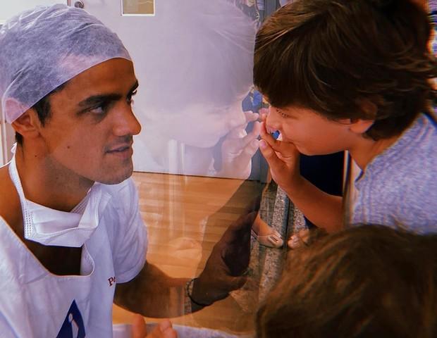 Felipe Simas é papai pela terceira vez e apresenta Vicente aos tios - Imagem 2