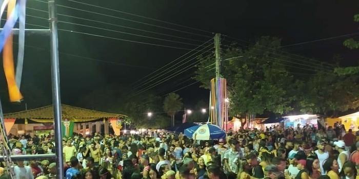 Sucesso total a primeira noite de Carnaval em Monsenhor Gil